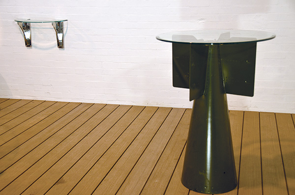 1,000lb Bomb Fin, Cafe Table